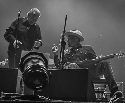 Ben Harper and Charlie Musselwhite live at the Orpheum. Boston, Ma