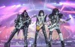 Former KISS members Ace Frehley and Peter Criss reunite for all-star jam