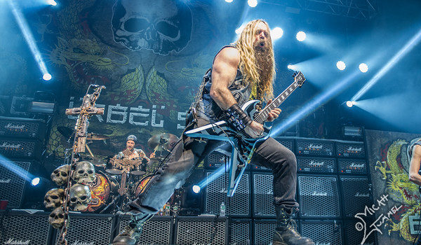 "Zakk Wylde Debuts New Single ""Sleeping Dogs"""