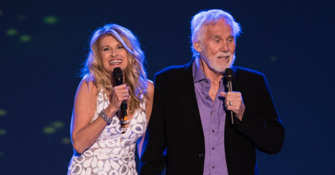 Kenny Rogers with Special guest Linda Davis at the Maine State Pier