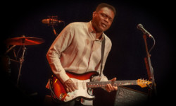 Robert Cray at the Portsmouth Music Hall – Portsmouth, NH
