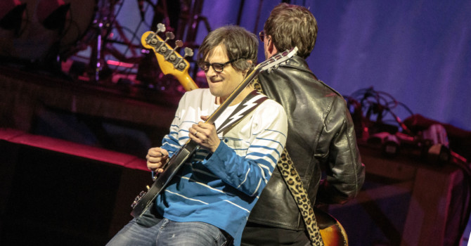Weezer and the Pixies at Foxwood's Grand Theater – Mashantucket, CT